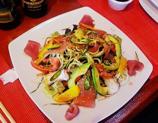 Derek's Sushi Bar: Ahi & Mango Sashimi salad