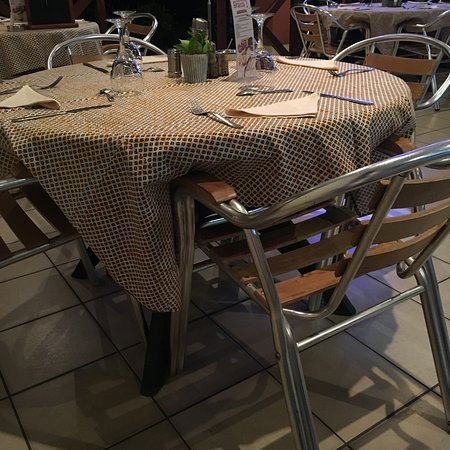 O Sympathic: Dining table
