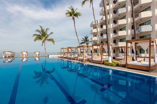 Crown Paradise Golden Resort Puerto Vallarta