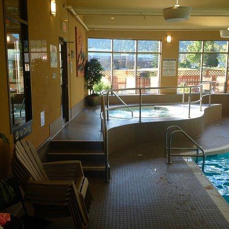 เฟอร์นีย์, แคนาดา: Good size indoor pool and hot tub