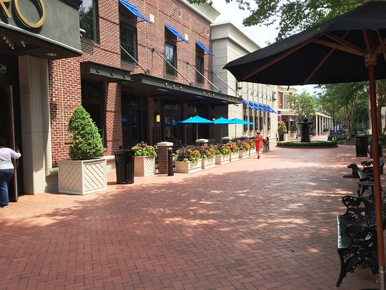 Cinebistro At Stony Point Fashion Park Outdoor Dining Area