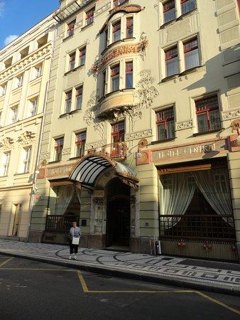 K+K Hotel Central: Front of hotel