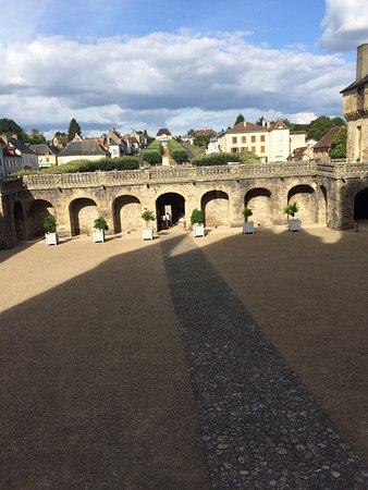 Jumilhac-le-Grand, France: Bonne visite agréable avec un jeune guide correct et sympathique / comptez 1h pour découvrir 5/6