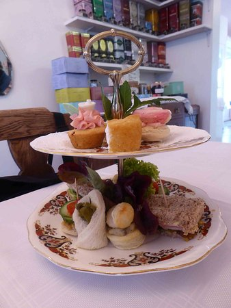 Oxford, Nueva Zelanda: High Tea for two - individual 2 tier cake stands