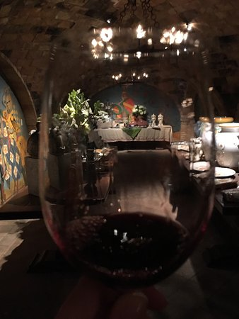 Castello di Amorosa: Loved this place! Wonderful wine and superb service. Our daughter was with us (age 8) and they w