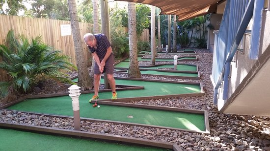 Coolum Beach, Australië: Mini golf - a cute little 8 hole course