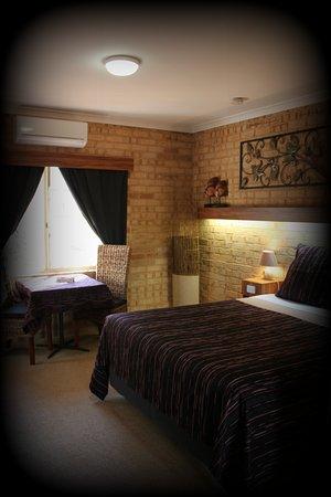 York Motel: bedroom