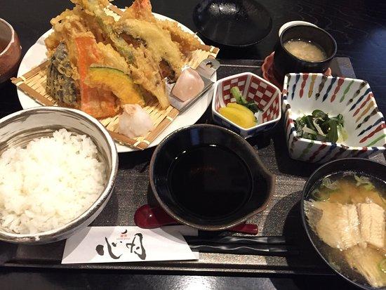 Higashine, Japón: 天麩羅御膳とデザート