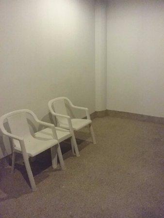 Cha-Am Methavalai Hotel: ระเบียงนอกห้อง