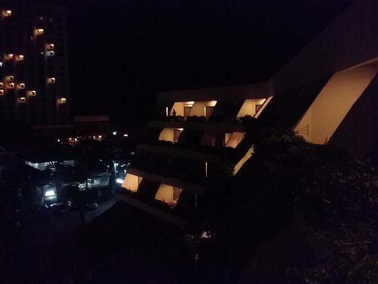 Cha-Am Methavalai Hotel : กลางคืนสวยดี