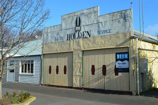 Tasmania, Australia: Old Garage in Ross