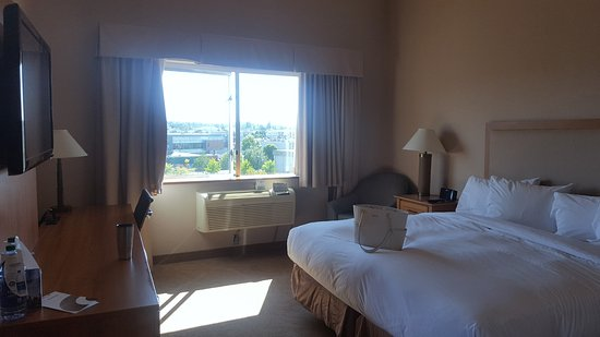 Coast Hotel & Convention Centre: Our bedroom in the beautiful huge Cascade's Suite on the 6th floor