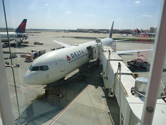 Picture Of Delta Air Lines