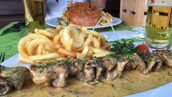 Lyss, Suiza: Brochette (BÄREN-SPIESS) et hamburger =)