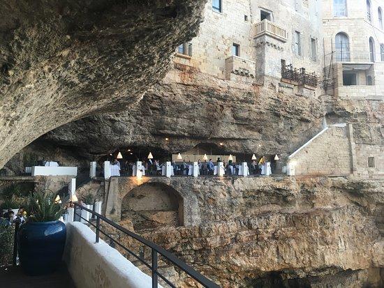 Foto di ristorante grotta palazzese for Grotta palazzese restaurant menu
