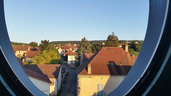St Boil, Франция: Vue depuis une des fenêtres de la chambre