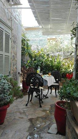 Theano Hotel: IMG_20160803_100642_large.jpg