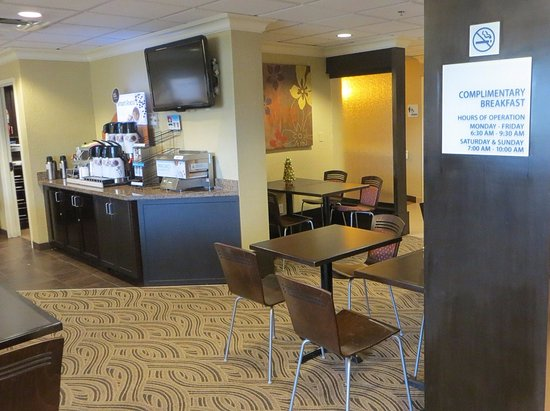 Holiday Inn Express and Suites Fort Lauderdale Executive Airport: Breakfast area