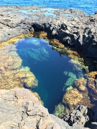 Piscina Naturale: Dettaglio sulla profonda voragine che genera la piscina