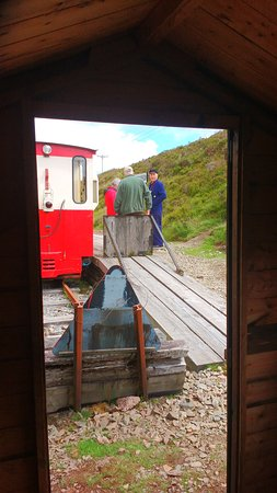 Leadhills, UK: Train from the 'waiting room' Glengonnar