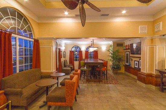 Hampton Inn St. Augustine Beach: Perfect Mix Lobby