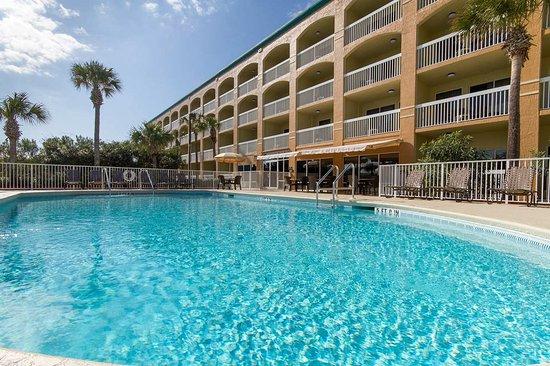 Hampton Inn St. Augustine Beach: Outdoor Pool and Whirlpool