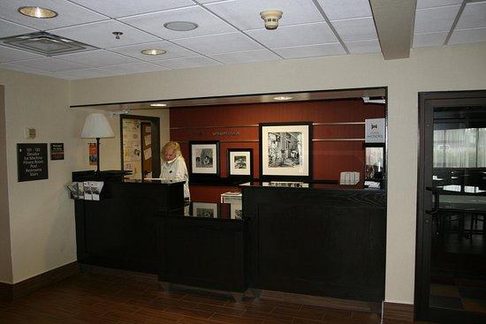 Uniontown, Pensilvania: Front Desk