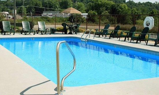 Mineral Wells, Batı Virjinya: Outdoor Pool