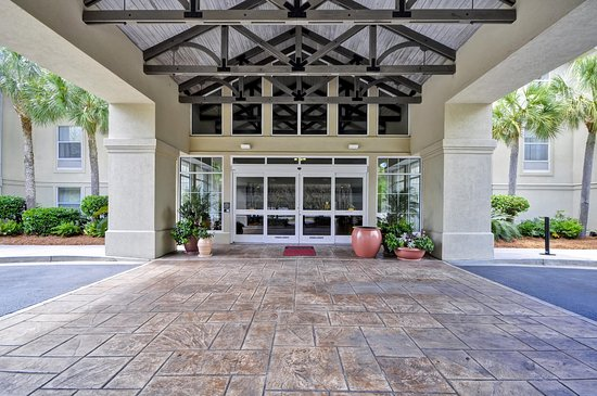 Hampton Inn and Suites Charleston/Mt. Pleasant-Isle Of Palms: Hotel Front Entrance