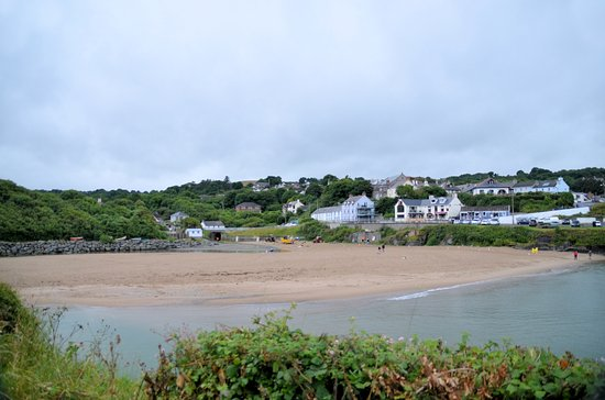 Aberporth, UK: The beach viewed from a picnic area
