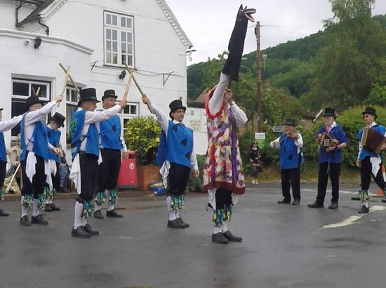 Knightwick, UK: Visiting morris men