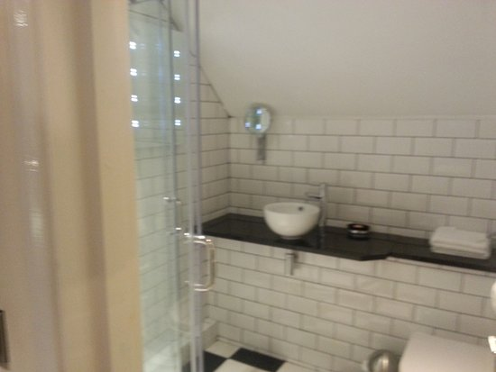 Redesdale Arms Hotel: Room 33 on-suite with double shower