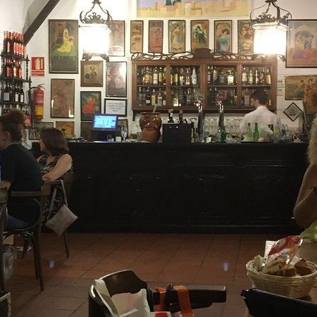Bodega Bar El Pimpi Picture Of El Pimpi Malaga Tripadvisor