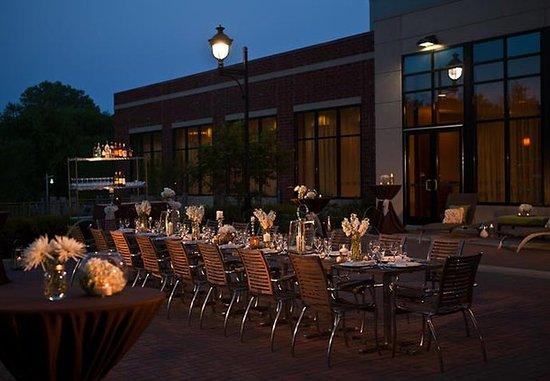 Coralville Marriott Hotel & Conference Center: Social Terrace Wedding Reception