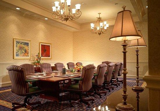 Jackson, MS : Executive Boardroom