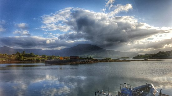 Durrus, Irlanda: Hungry Hill from Bere Island
