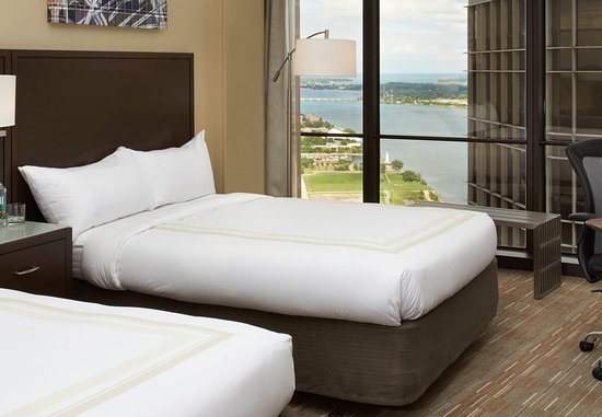Detroit Marriott at the Renaissance Center: Double/Double Guest Room