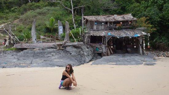 Nui Beach (Haad Nui): หาดส่วนตัว มีบาร์บริการเครื่องดื่ม ชิวๆ