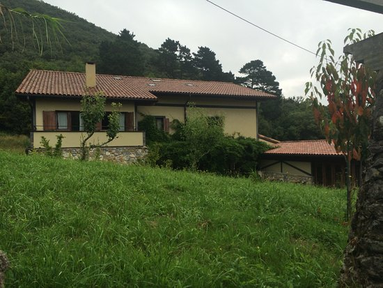 Hotel Rural Angiz: The path to The wine factory