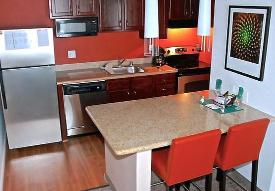 Residence Inn Livermore Pleasanton: Newly Renovated Suite Kitchen