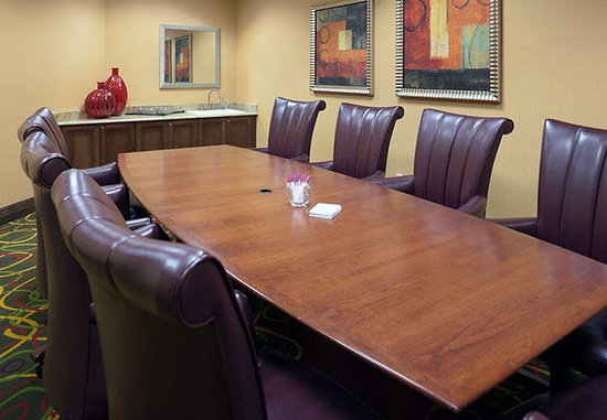 Residence Inn Kansas City Airport: Executive Boardroom