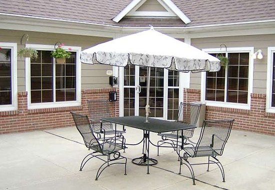 Independence, MO : Outdoor Patio & Grill