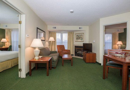 Independence, MO: Two Bedroom Suite