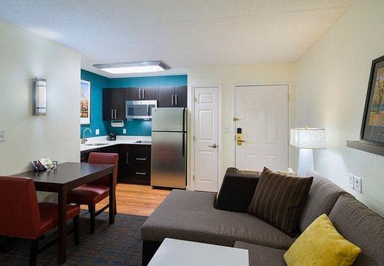Residence Inn Boston Framingham: One-Bedroom Suite – Kitchen