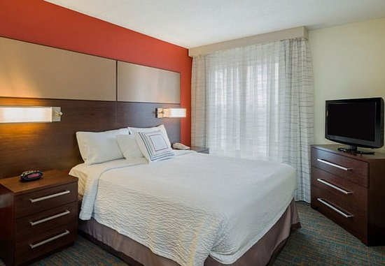 Residence Inn Boston Framingham: Two-Bedroom Suite – Sleeping Area