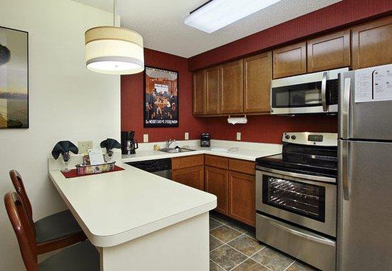 Residence Inn Anaheim Hills Yorba Linda: Studio Suite Kitchen Area