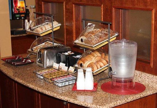 Sebring, فلوريدا: Complimentary Breakfast Buffet
