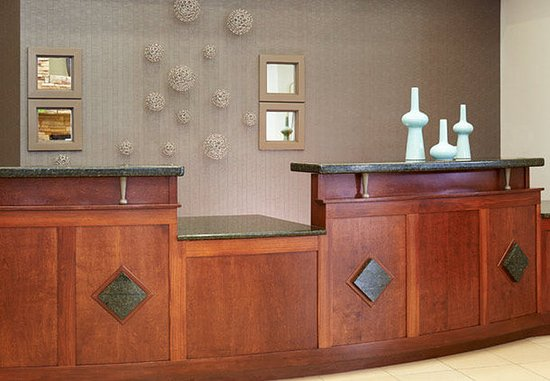 Residence Inn Saginaw: Front Desk
