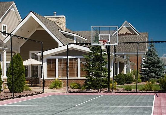 Residence Inn Saginaw: Sport Court
