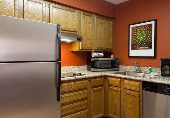 Residence Inn Merrillville: Suite Kitchen